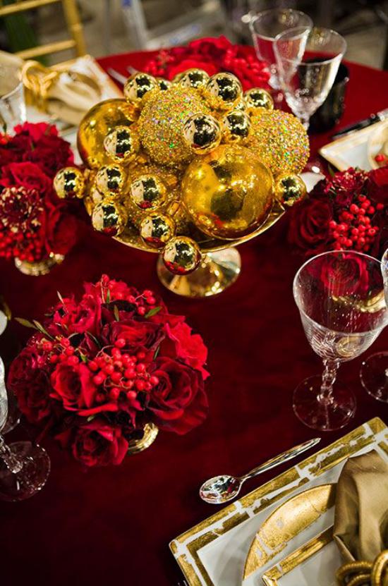 Weihnachtsdeko in Rot und Gold Tischteko klassisch opulent auffallend stilvoll