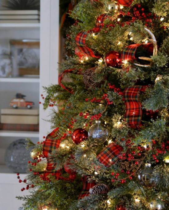 Weihnachtsdeko in Rot und Gold Weihnachtsbaumdekoration rote Schleifen den letzten Schliff geben