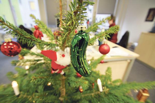 Weihnachtsgurke deutscher Weihnachtsschmuck aus Glas in Gurkenform