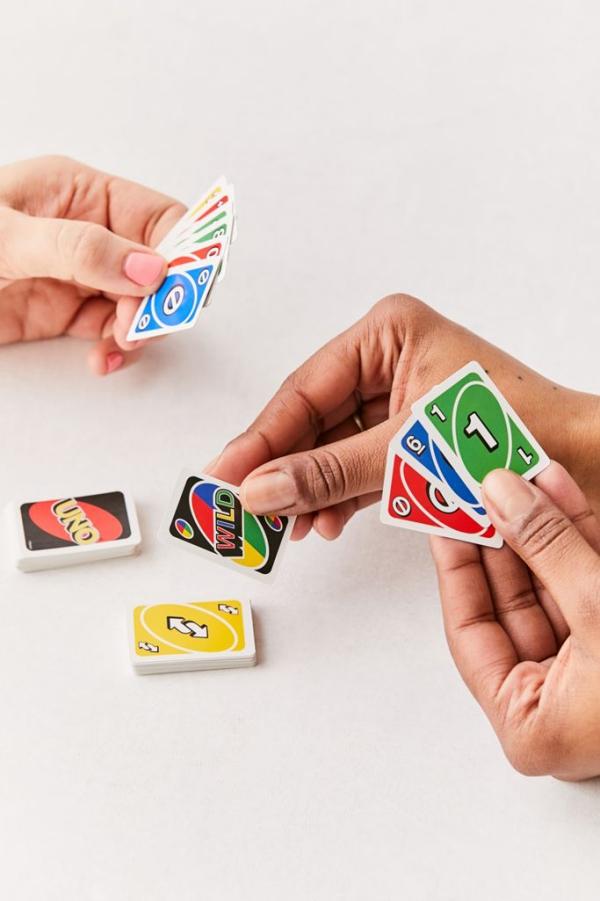 Witzige und praktische Online Schrottwichteln Ideen und Tipps uno spiel mini karten spielen