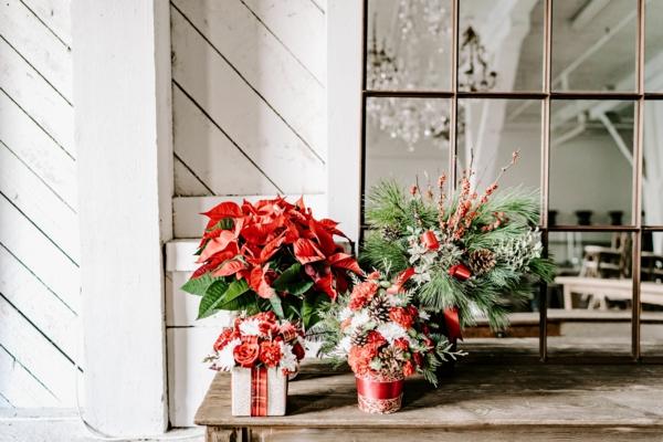blumensträuße mit weihnachtsstern als weihnachtsgeschenk