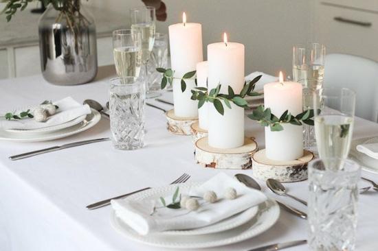 dezente tischdeko weihnachten weiße kerzen eukalyptus