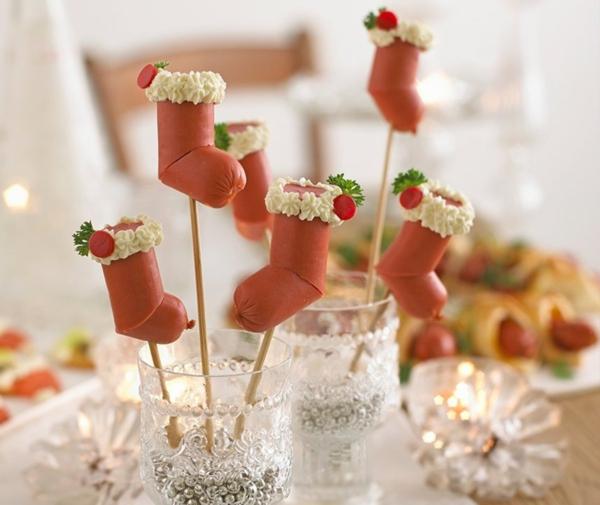 kreative weihnachtliche vorspeise fingerfood mit würstchen