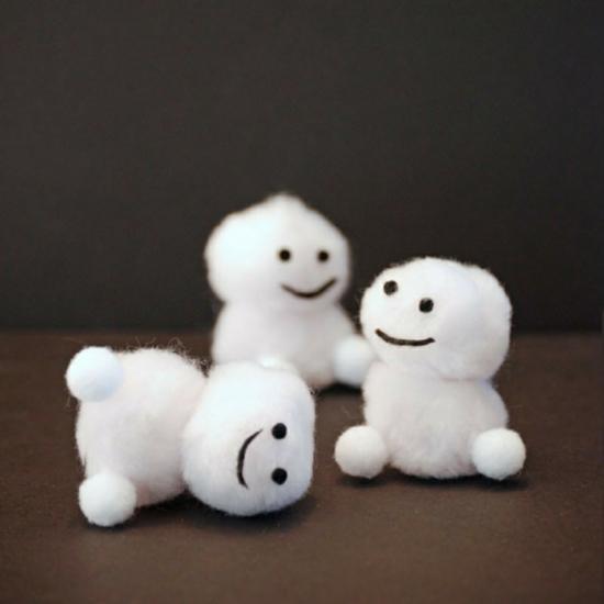 lustigen schneemann basteln aus baumwolle