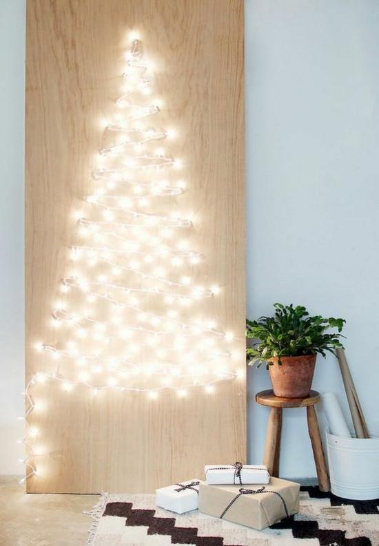minimalistischen weihnachtsbaum aus lichterkette basteln