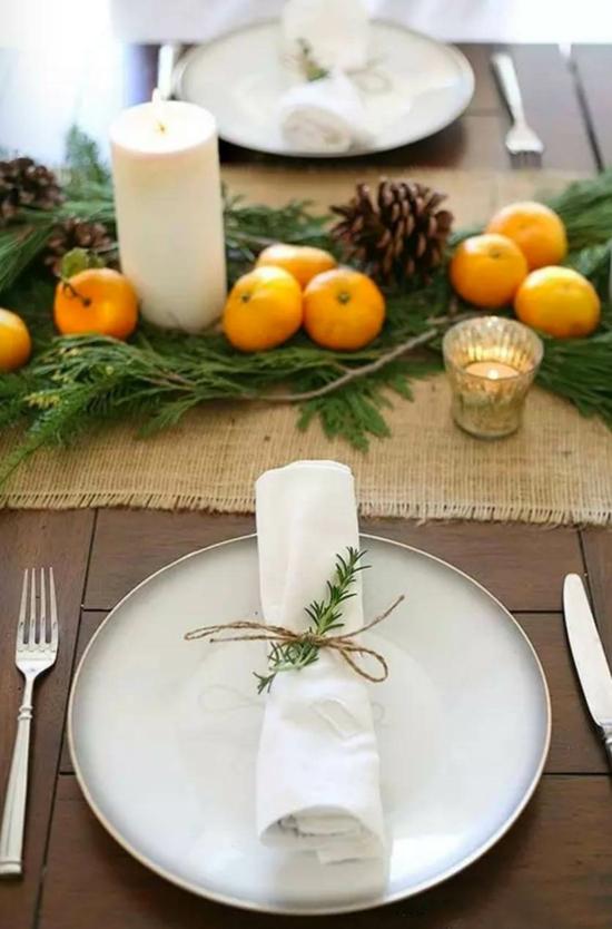 naturmaterialien obst zapfen rosmarin tischdeko weihnachten