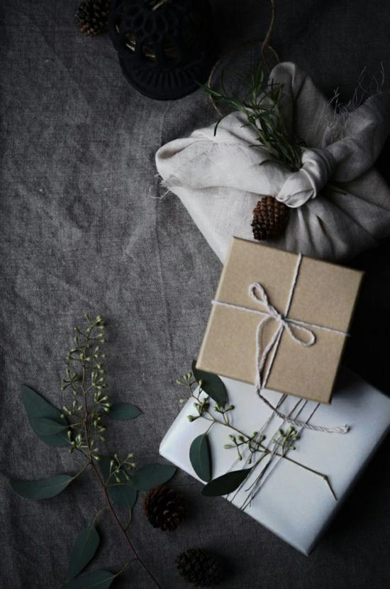 puristische weihnachtsdeko geschenke verpacken