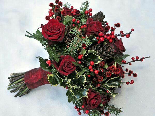 rosen und stechpalme blumensträuße zu weihnachten