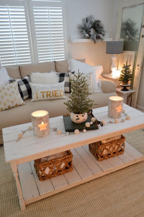 traumhafte Weihnachtsdeko im Wohnzimmer Tischdeko Lichter Kerzen gemütliche Atmosphäre