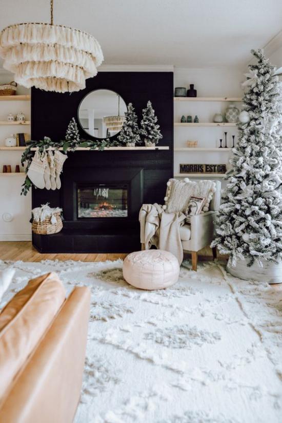 traumhafte Weihnachtsdeko im Wohnzimmer Ton-in-Ton-Raumgestaltung hellgrau hellbeige weiß