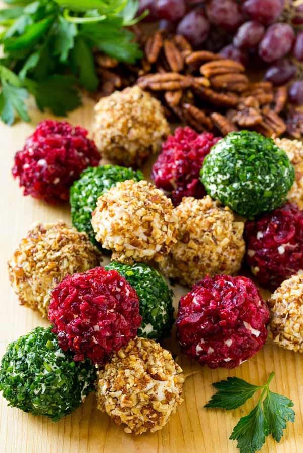 weihnachtliche vorspeise fingerfood käsebällchen kräuter nüsse rote bete
