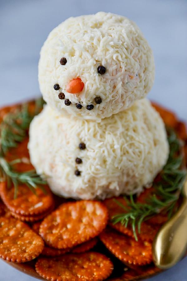 weihnachtliche vorspeise schneeman aus käse