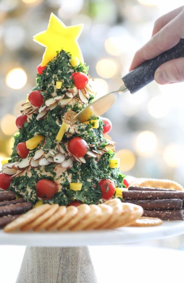 weihnachtliche vorspeise weihnachtsbaum nüsse kräuter cherry tomaten käse