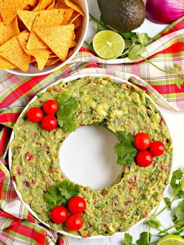 weihnachtliche vorspeise weihnachtskranz aus guacamole