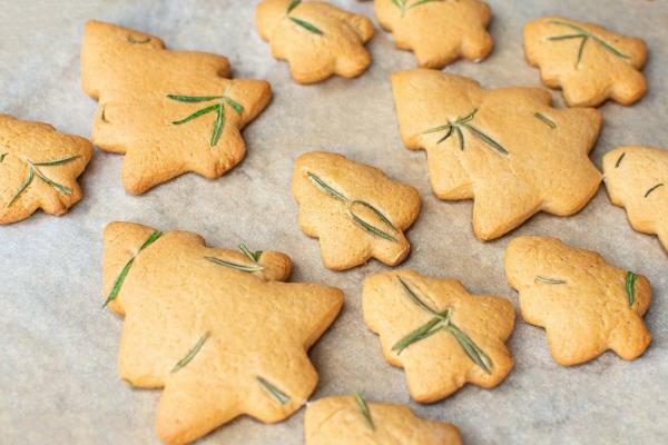 weihnachtsgewürze plätzchen backen mit rosmarin