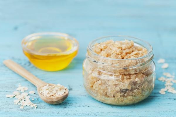 zuckerpeeling selber machen mit honig und haferflocken
