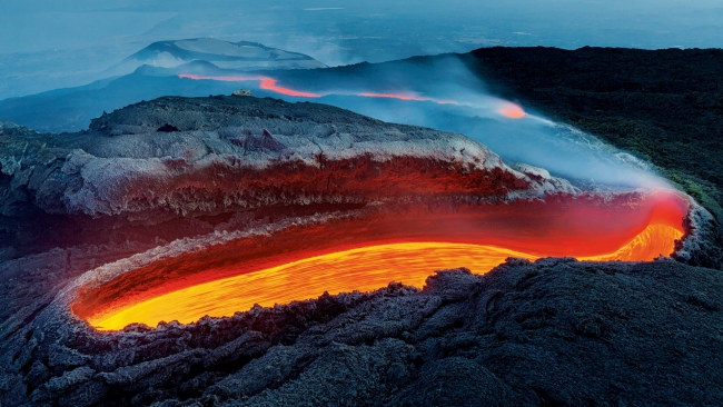 2020 Wildlife Photographer of The Year Sieger etna´s river of fire environment