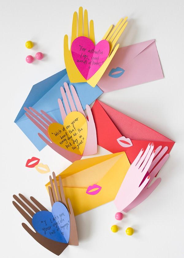 3D Klappkarte basteln zu Valentinstag – coole Ideen und Anleitungen valentinen hände überraschung