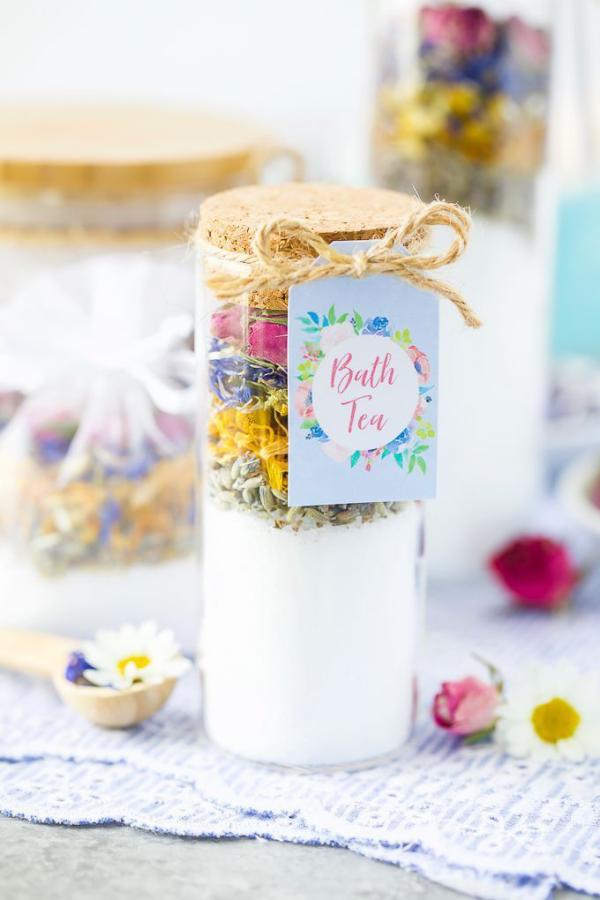 DIY Geschenke zum Valentinstag Set fürs Bad frische Kräuter unterschiedliche Aromen