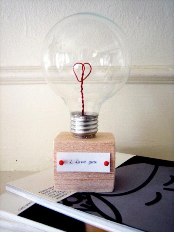DIY Geschenke zum Valentinstag kleine Lampe Birne nette Nachricht