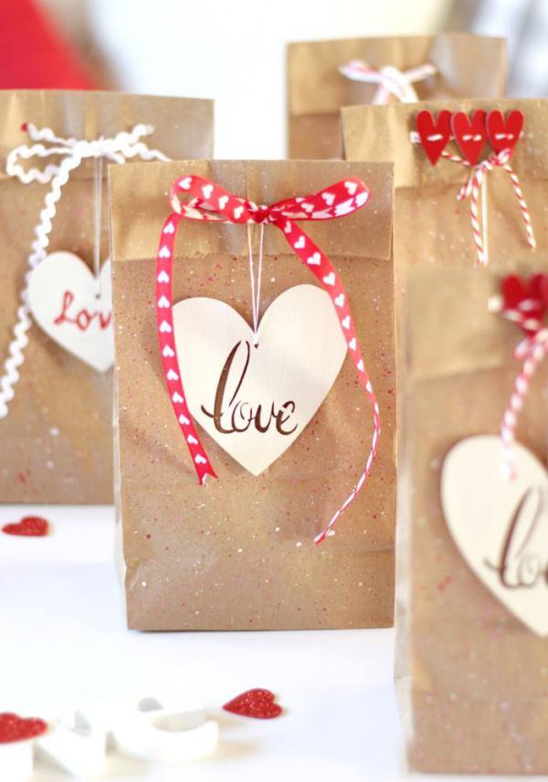 DIY Geschenke zum Valentinstag kleine Tüten für selbstgemachte Präsente machen das fest einmalig