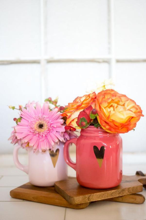 DIY Geschenke zum Valentinstag last Minute Präsente Kaffeebecher mit bunten Blumen