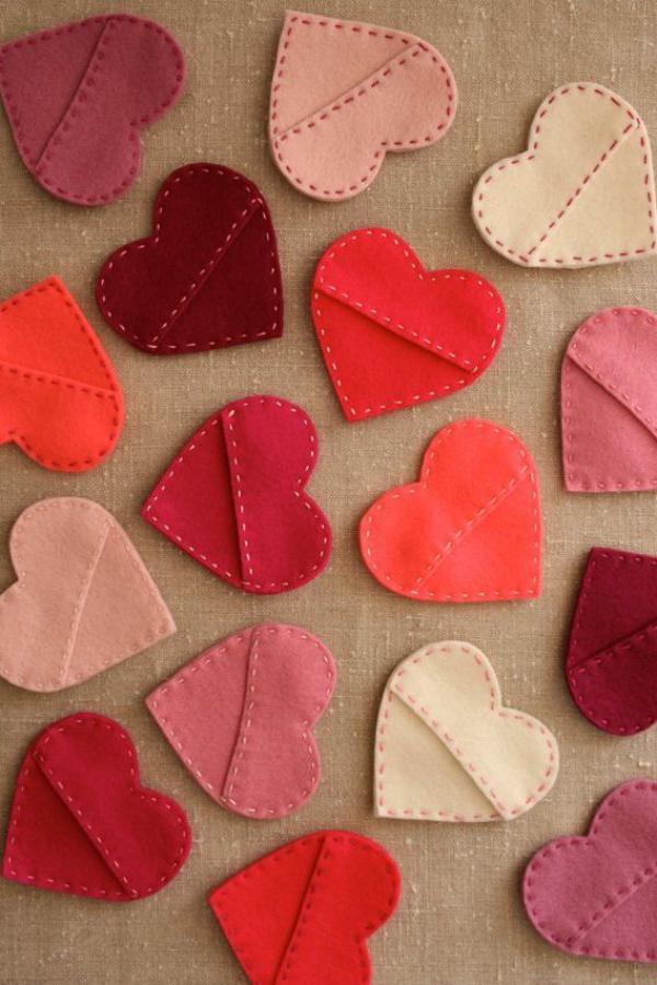 DIY Geschenke zum Valentinstag selbstgenähte kleine Herzen