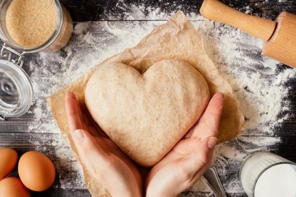 Das perfekte Valentinsgeschenk für ihn wählen oder basteln – Tipps und Ideen herz brot backen (Custom)