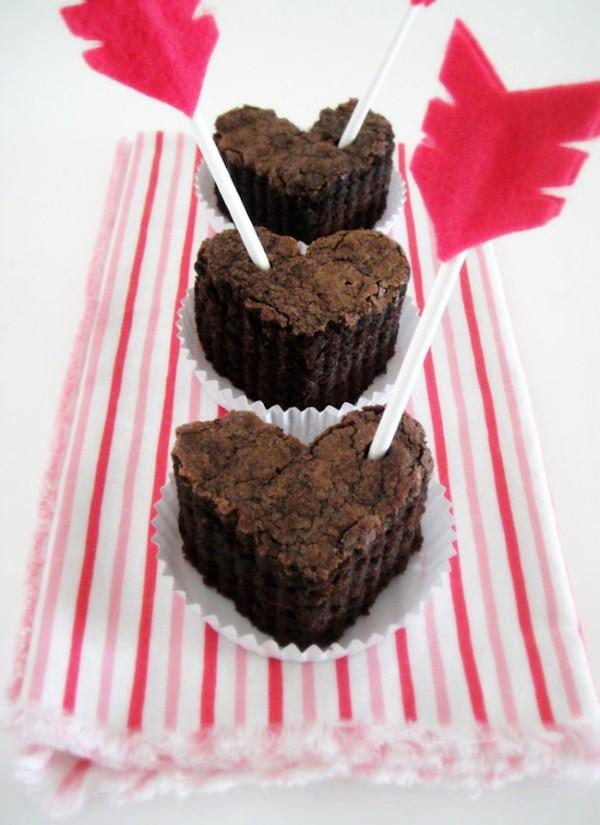 Das perfekte Valentinsgeschenk für ihn wählen oder basteln – Tipps und Ideen kekse muffins herzen pfeile (Custom)