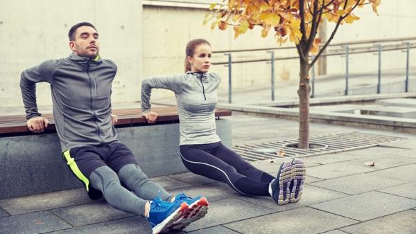 Einfache Trizeps Übungen, die Sie auch zu Hause machen können für sie und ihn