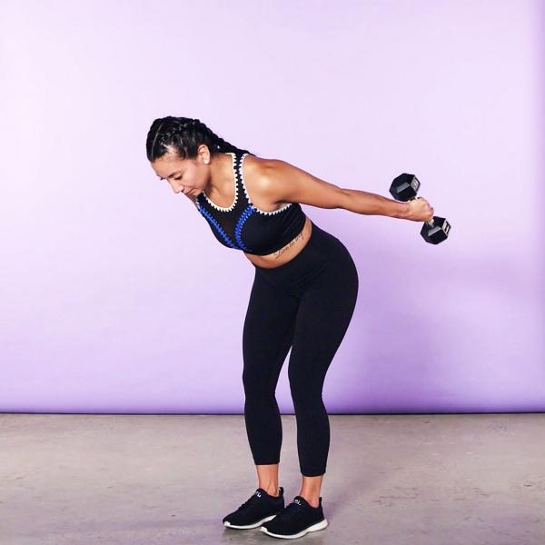 Einfache Trizeps Übungen, die Sie auch zu Hause machen können kickback demonstration übung