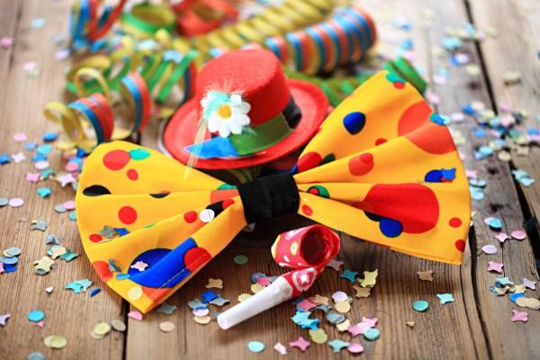 Faschingsdeko basteln – Anleitungen und Spielideen für Groß und Klein karneval geht auch zuhause