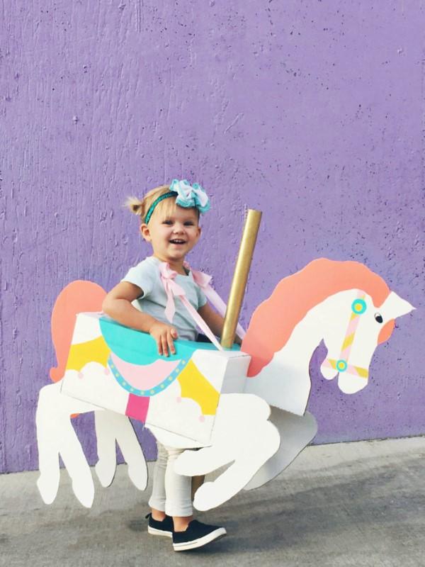 Faschingsdeko basteln – Anleitungen und Spielideen für Groß und Klein kinder kostüm carneval pferd