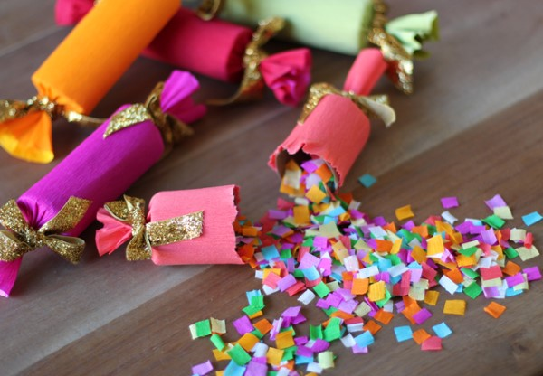 Faschingsdeko basteln – Anleitungen und Spielideen für Groß und Klein knallbonbons konfetti diy
