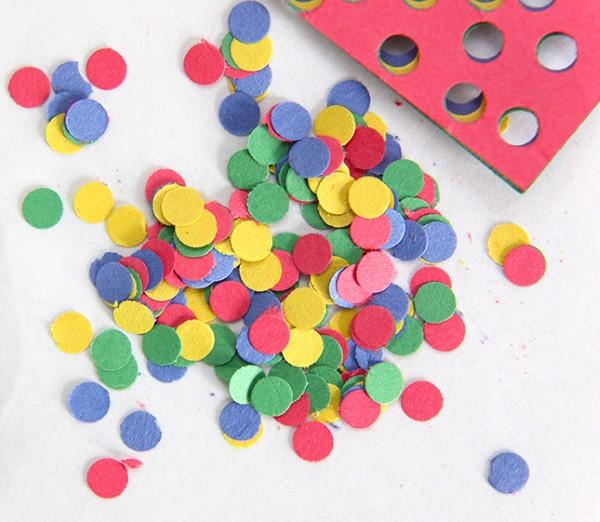 Faschingsdeko basteln – Anleitungen und Spielideen für Groß und Klein konfetti selber machen diy