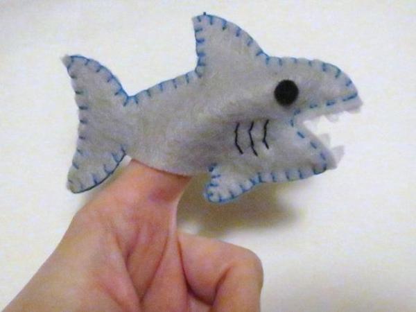 Fingerpuppen basteln Anleitung Haifisch Filztier selber machen