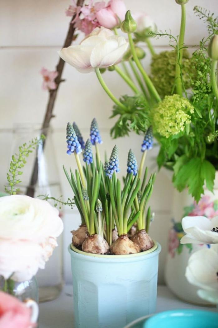 Frühlingsdeko basteln mit Naturmaterialien blau