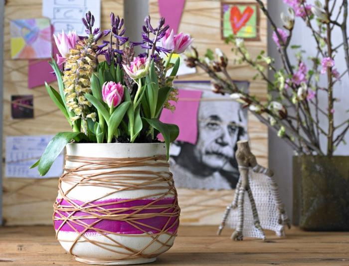 Frühlingsdeko basteln mit Naturmaterialien ton blumenvase