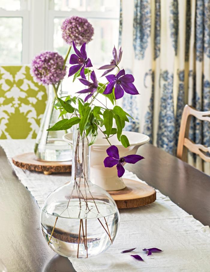 Frühlingsdeko basteln mit Naturmaterialien zarte lila blüte
