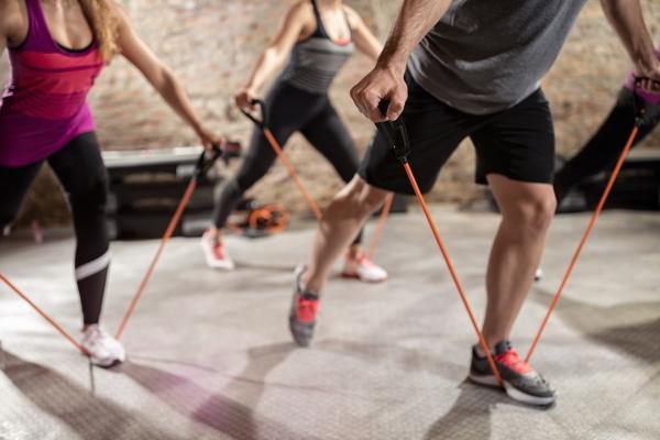Ganzkörper Theraband Übungen für Zuhause – Vorteile und Auswahlhilfe band übungen mit gruppe