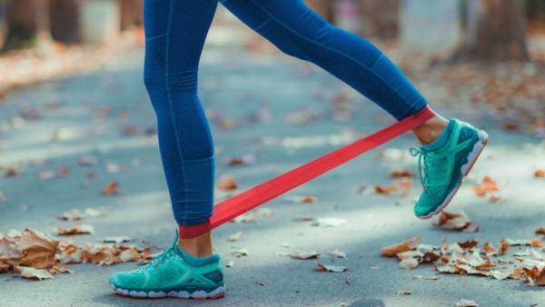 Ganzkörper Theraband Übungen für Zuhause – Vorteile und Auswahlhilfe training im park