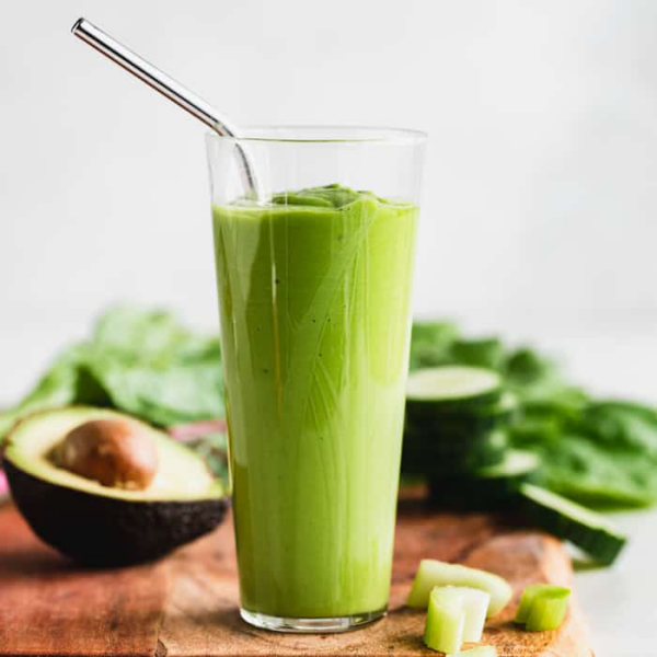 Getränke gegen Corona ein grüner Smoothie gesund schmeckt lecker
