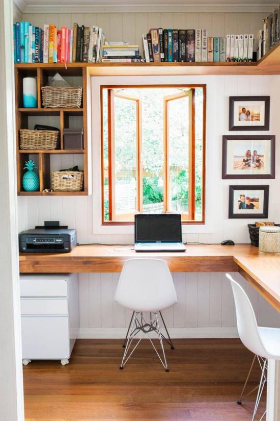 Home Office Guide Laptop Drucker nötige technische Ausstattung Regale Wandbilder großes Fenster