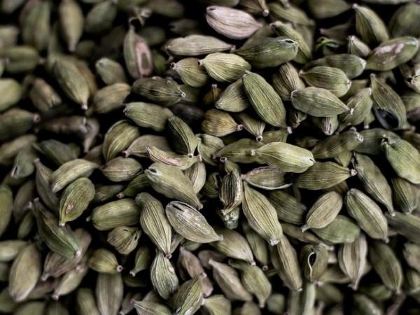Kardamom Tee – Wie gesund ist das exotische Gewürz aus Indien grüne schoten gesund aromatisch schön