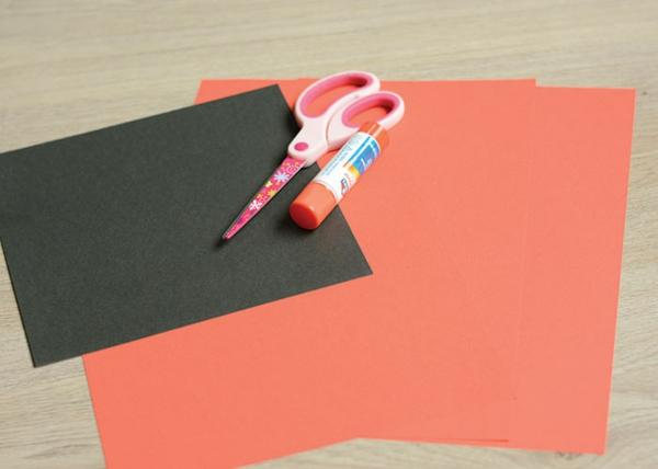 Marienkäfer basteln aus farbigem Bastlpapier Materialien