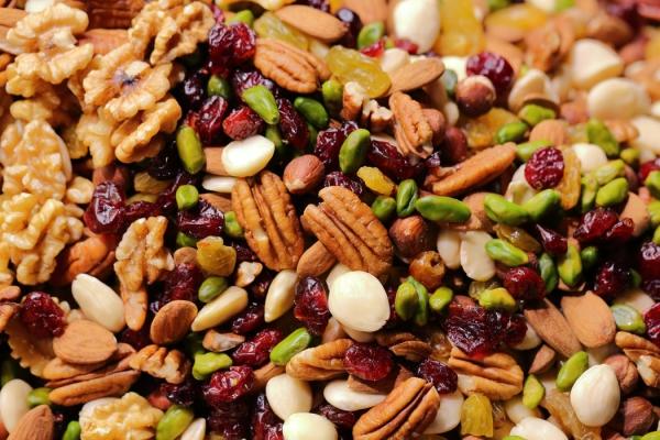 Natürliche Beruhigungsmittel aus der Naturapotheke und weitere Anti-Stress Tipps studentenfutter nüsse samen früchte