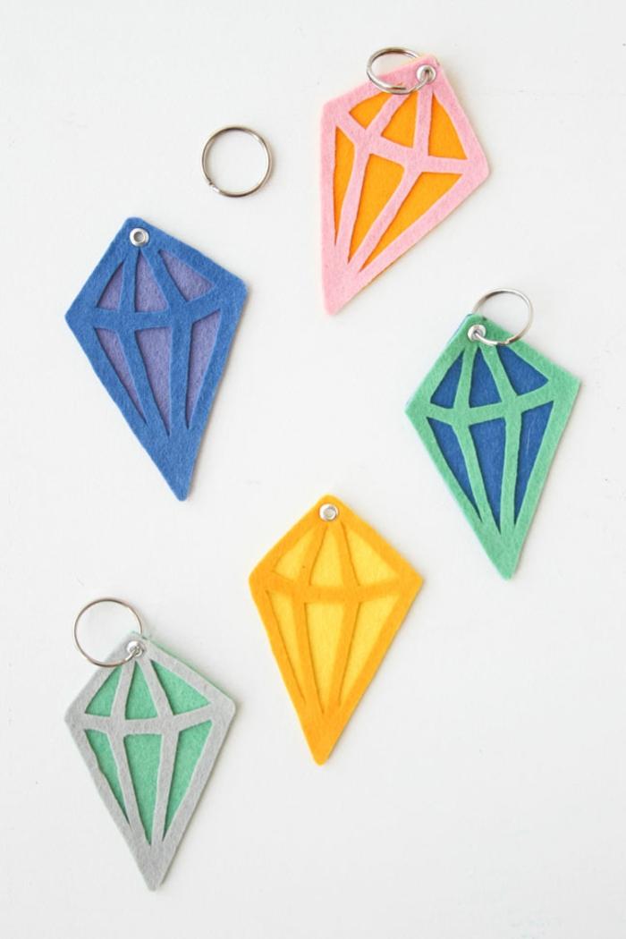 Schlüsselanhänger selber machen weinkorken diamant