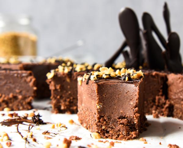Schokoladenkuchen mit Erdnussbutter das Fest der Liebe in vollen Zügen genießen