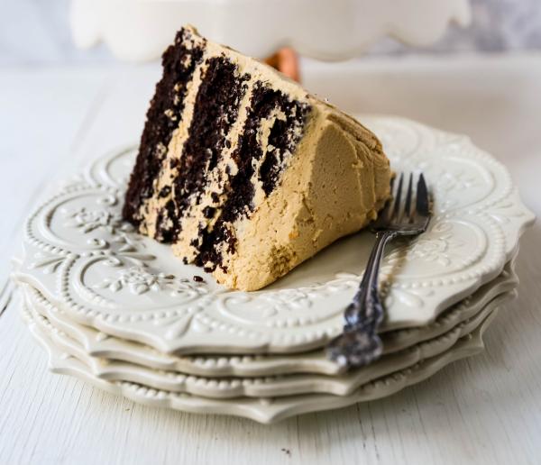 Schokoladenkuchen mit Erdnussbutter die Kalorien nicht zählen am Valentinstag genießen