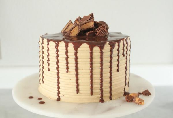 Schokoladenkuchen mit Erdnussbutter ein vorzügliches Dessert am Valentinstag